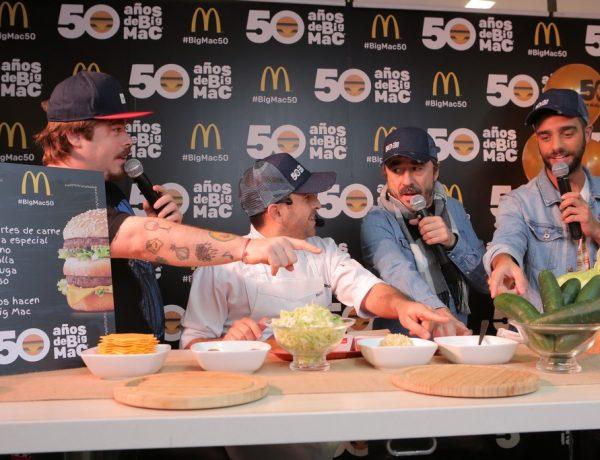 Migue Granados, Ariel Gravano(el cheff de McDonald´s) , Pablo Granados y Diego Poggi armando una Big Mac