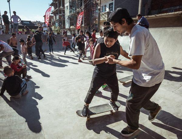 Vans presentó ¡Subite a la tabla! en la inauguración del Skatepark del Barrio 31