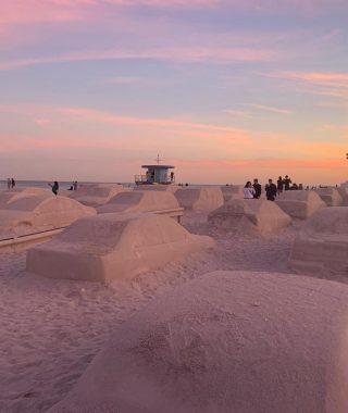 Un embotellamiento en la playa, la genial obra de Leandro Erlich en Miami (2)