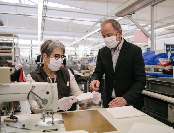 Louis Vuitton vuelve a abrir sus talleres para fabricar barbijos no quirúrgicos (2)
