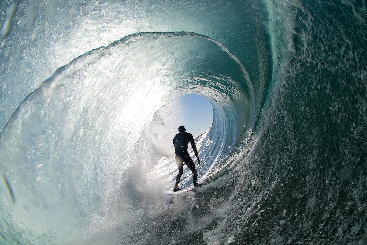 """""""Breathing. Surfer Scott Whip Dennis"""" por Simon Punch 2020 Nikon Surf Photography"""
