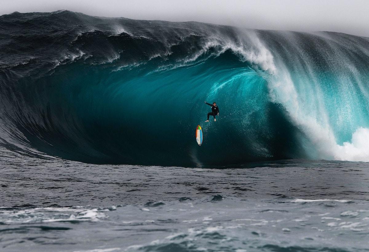 """Free Fall"" por Ren McGann 2020 Nikon Surf Photography"