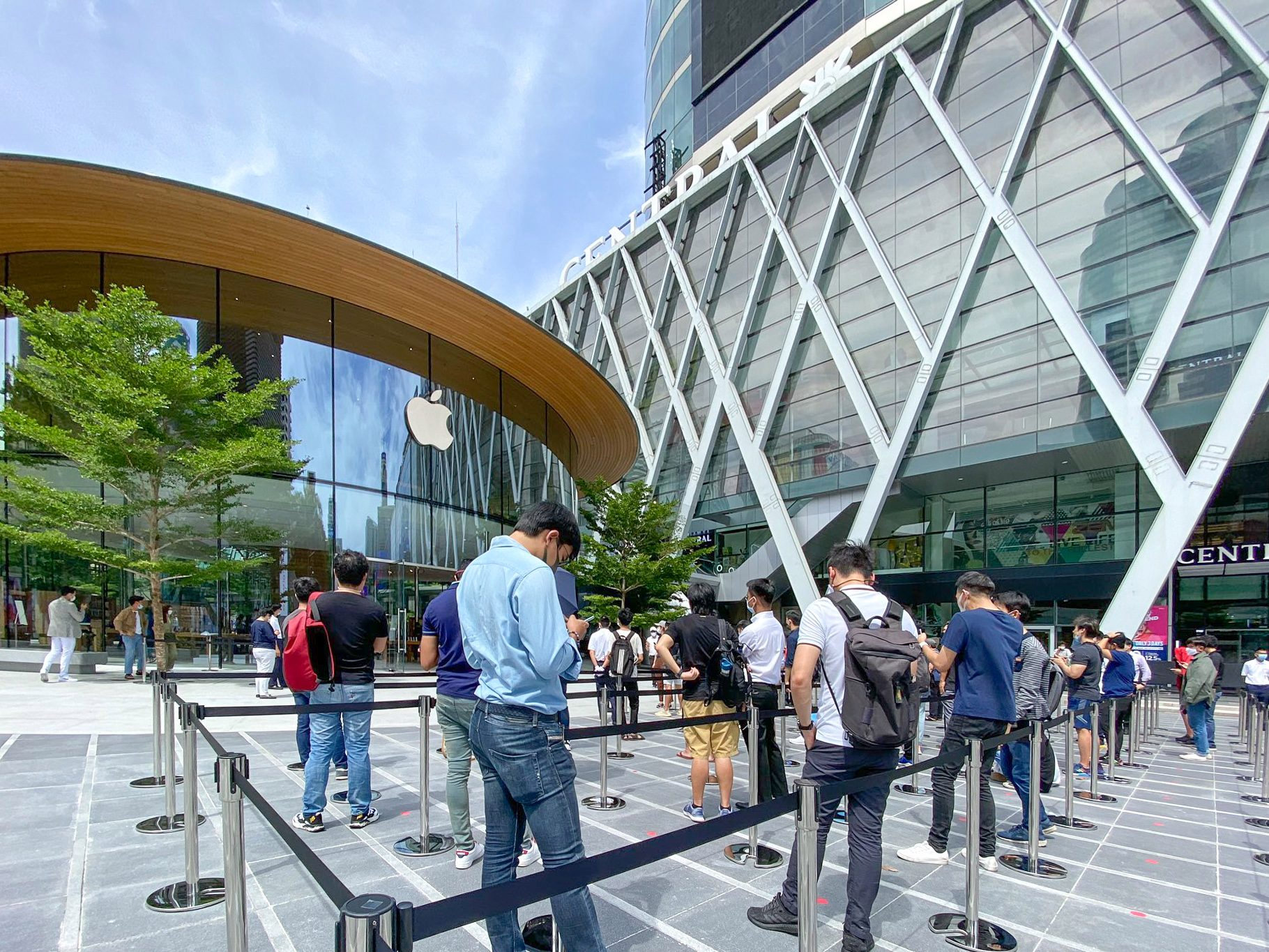 Apple World Center Bangkok Tailandia loqueva (2)
