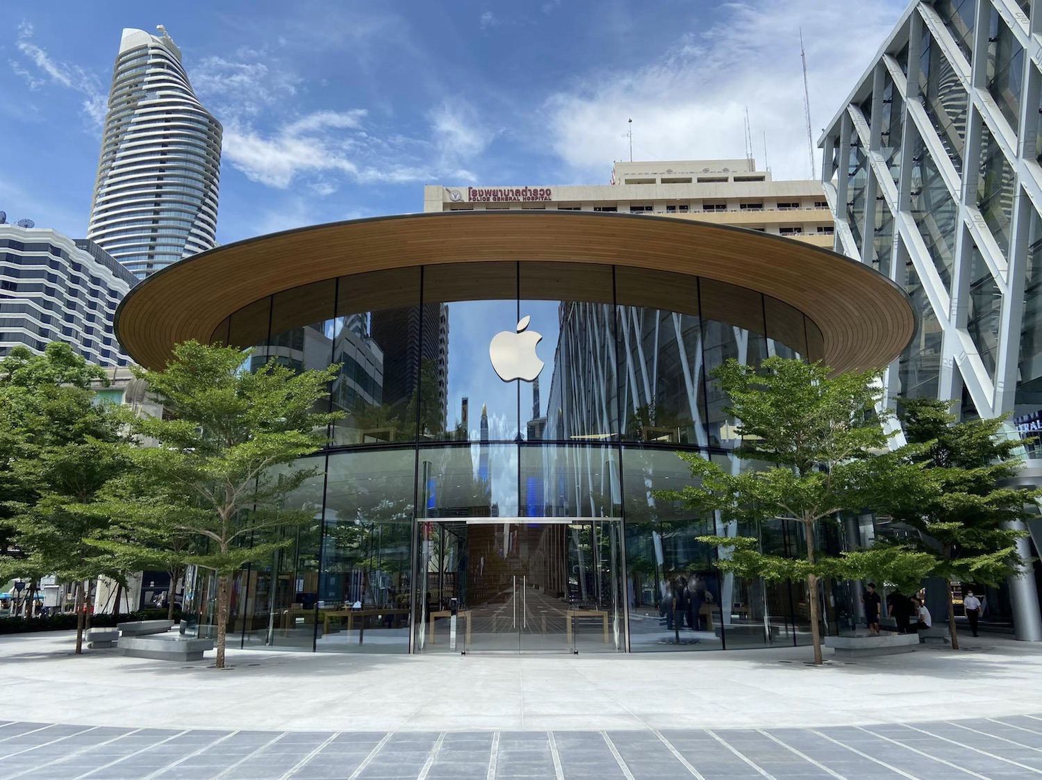 Apple World Center Bangkok Tailandia loqueva (3)