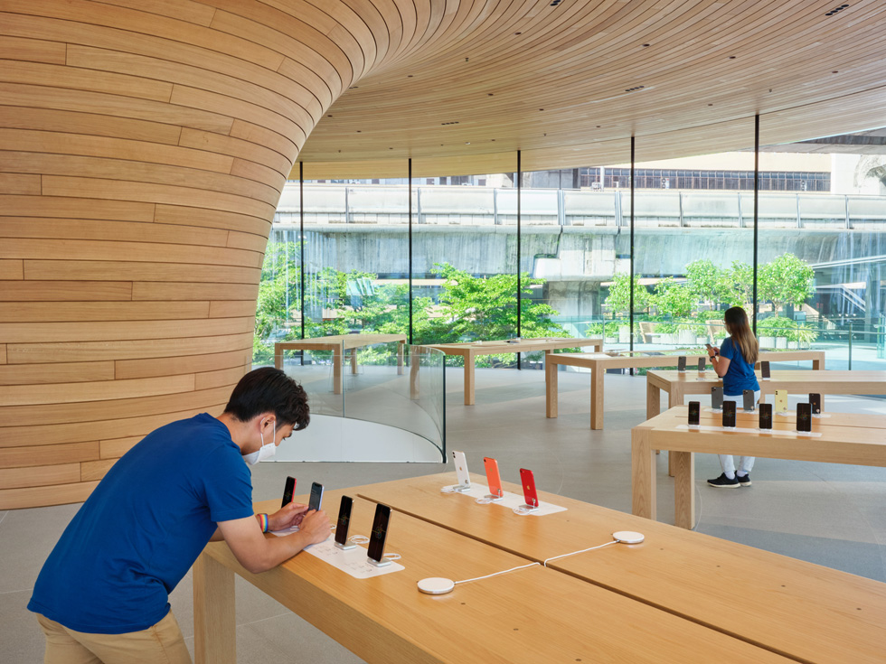 Apple World Center Bangkok Tailandia loqueva (6)