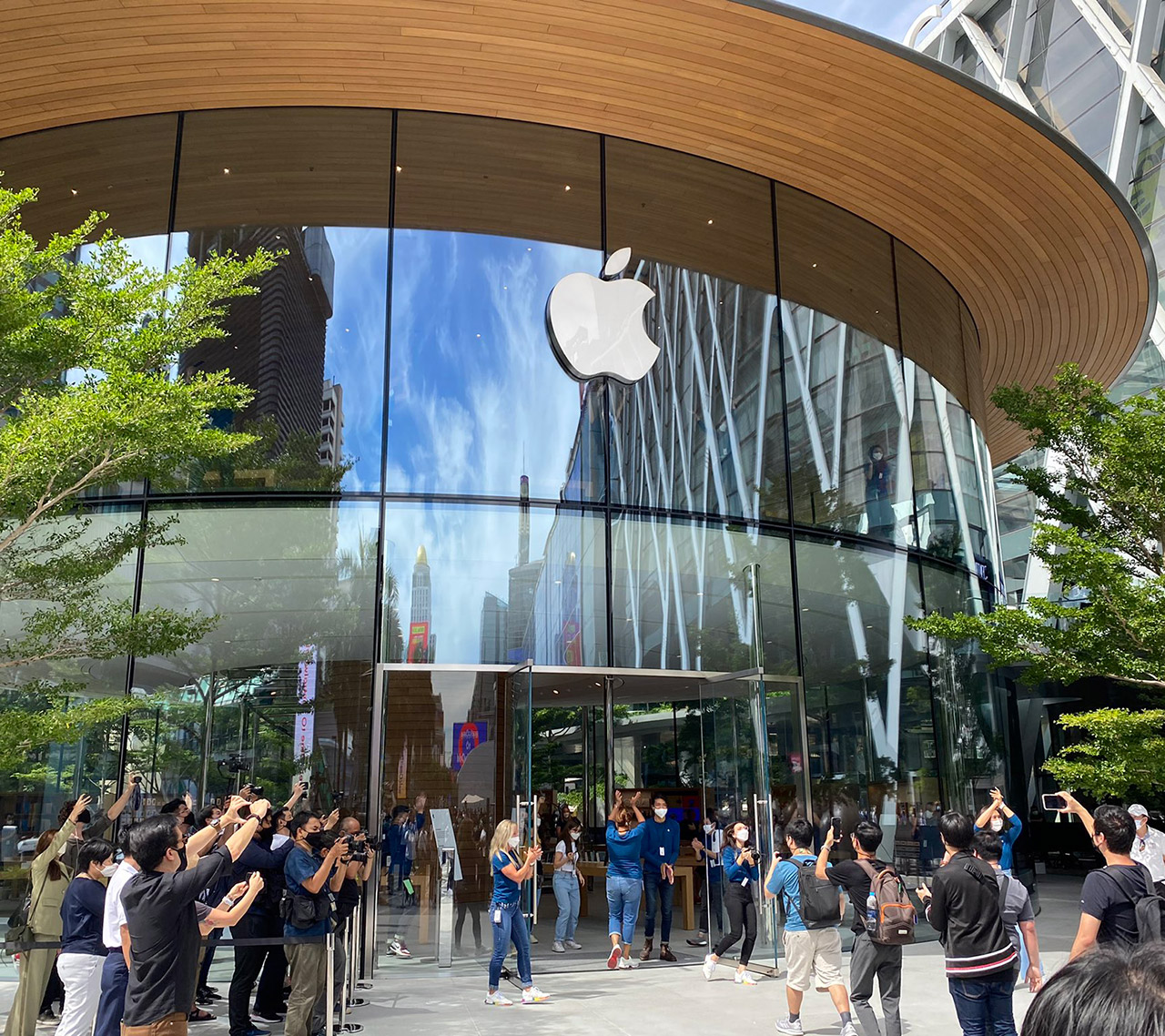 Apple World Center Bangkok Tailandia loqueva (8)