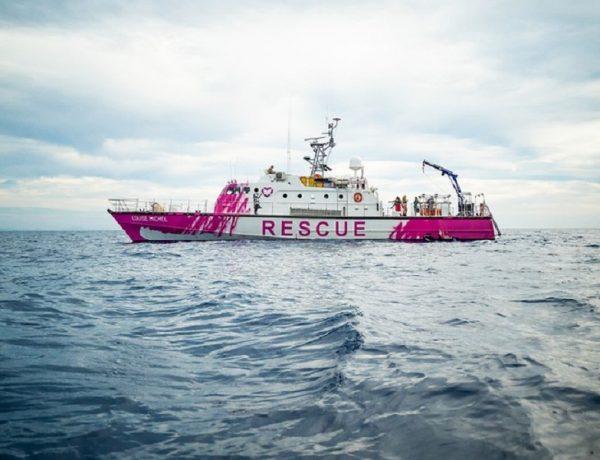 Banksy financia un barco para rescatar a migrantes en el Mediterráneo (1)