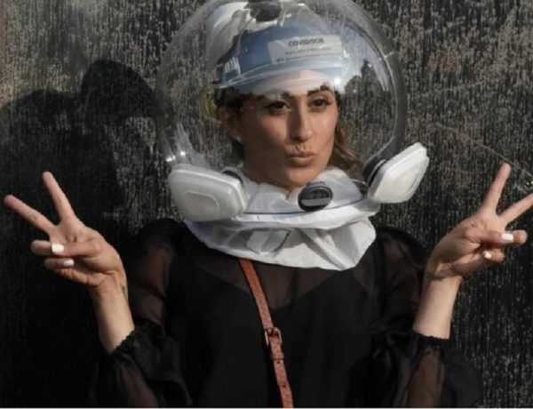 Covidisor, el casco de astronauta que es furor en el NY Fashion Week  (1)