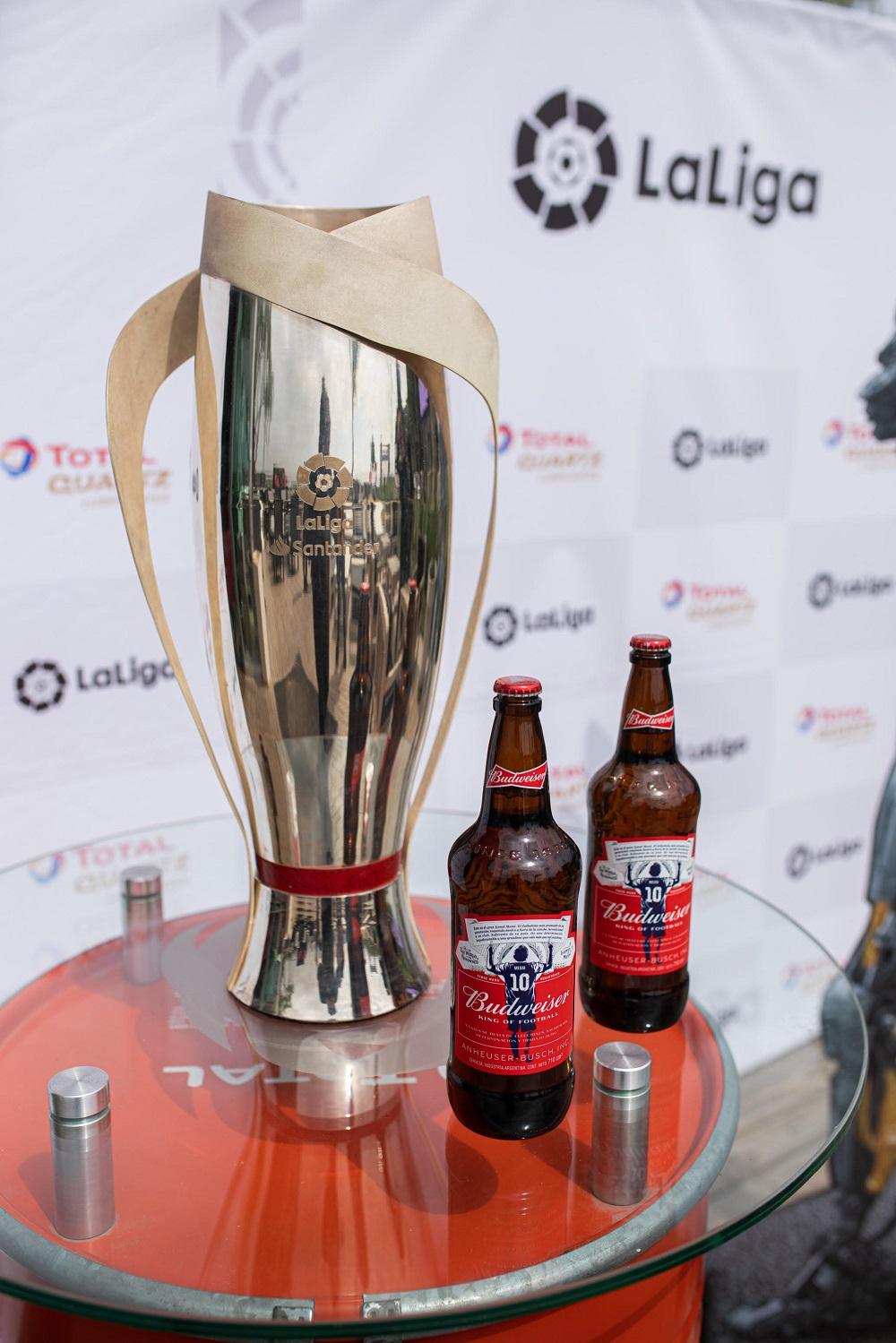 Budweiser transmitió en formato autocine el Clásico Español que jugaron Barcelona y Real Madrid  (4)