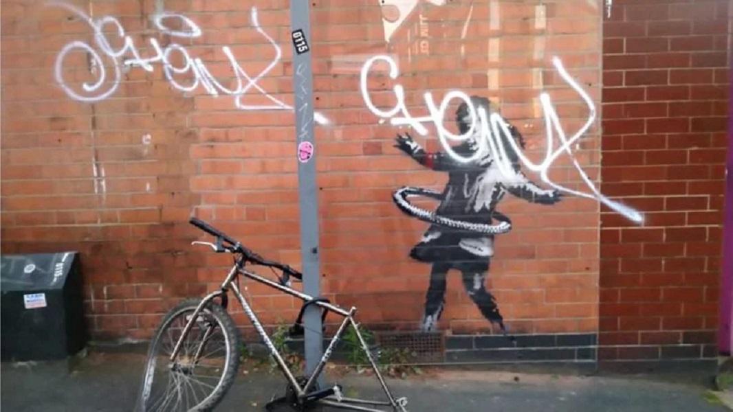 La nena jugando hula-hula, nueva obra de Banksy (1)