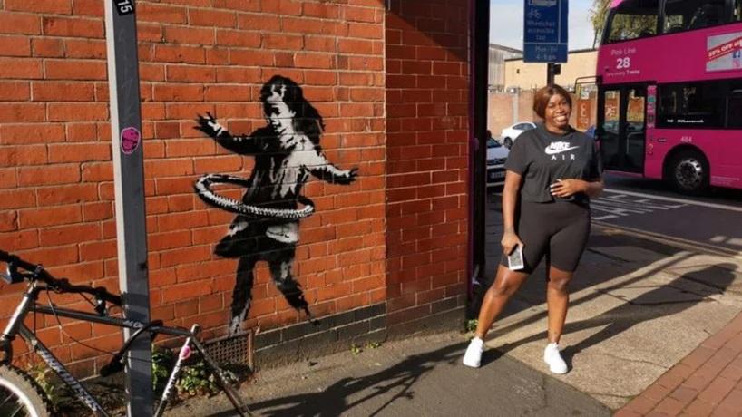 La nena jugando hula-hula, nueva obra de Banksy (3)