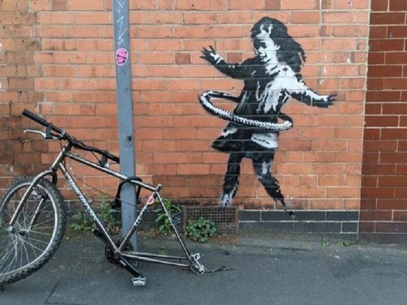 La nena jugando hula-hula, nueva obra de Banksy (4)