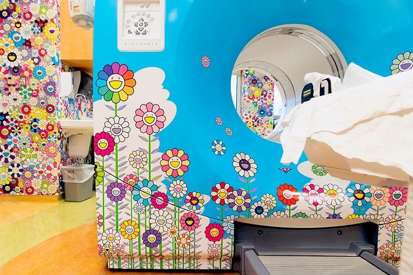 Takashi Murakami intervino la sala de tomografía infantil RX hospital de niños de Washington